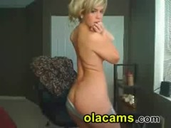 Busty camgirl blonde petite show sexy body on cam